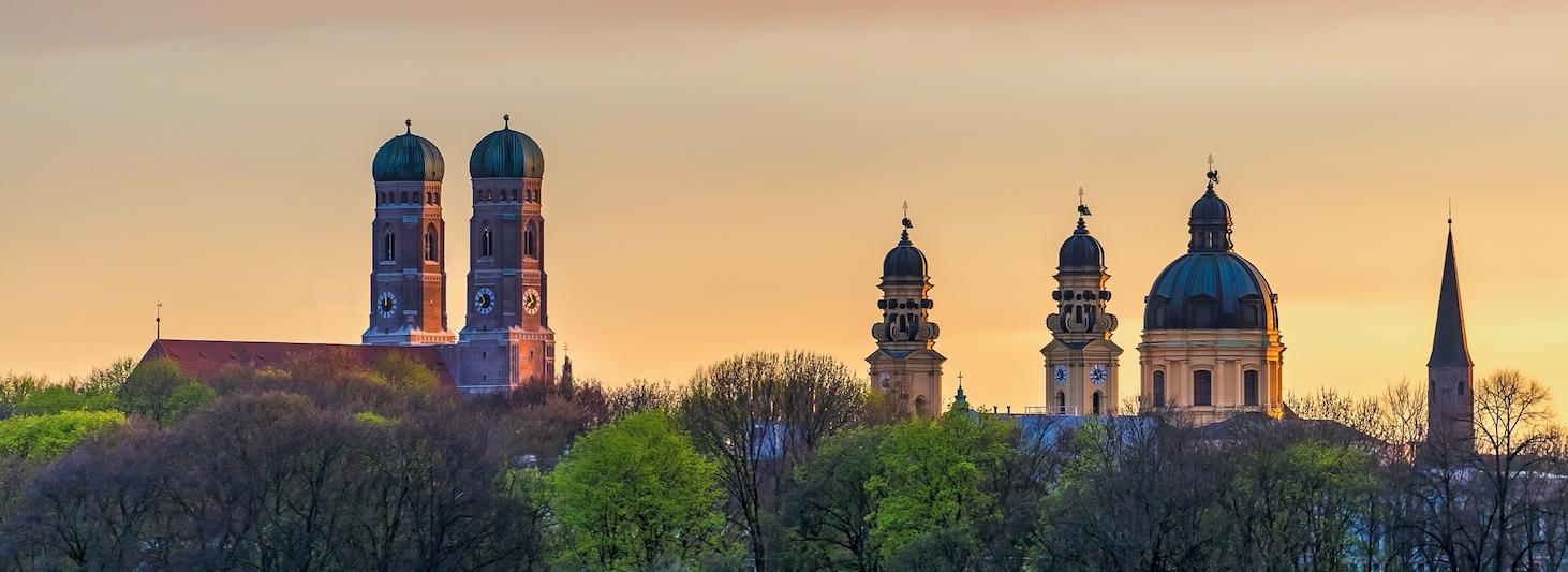 Beerdigung in München bei Sonnenunterang